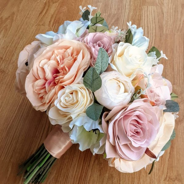 vintage peach and pink brides bouquet